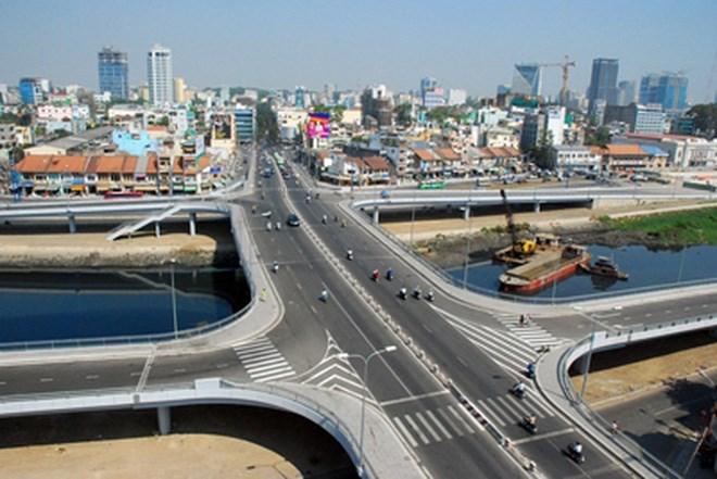 加強投建本市南面基礎設施