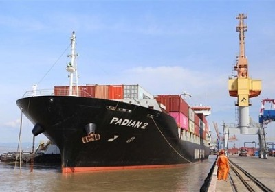 海防港口成功迎來馬士基航運公司的三艘集裝箱船舶